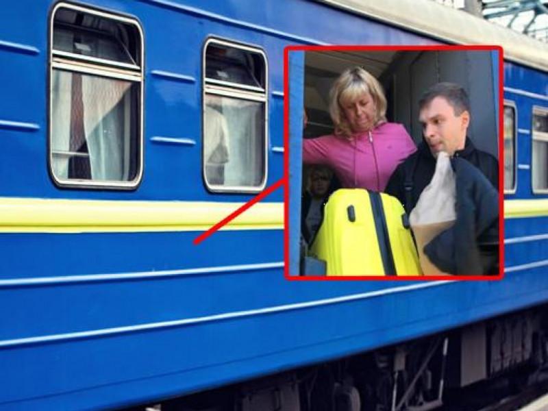 «Укрзалізниця» через скандал звільнить начальницю і провідницю поїзда «Ковель – Москва»