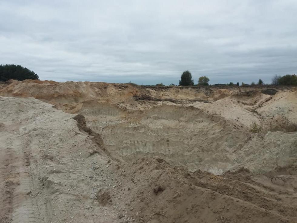 Біля села Доротище копають пісок і возять на Ковель