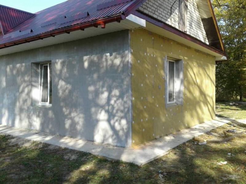 У селі Доротище триває реконструкція спортивного залу