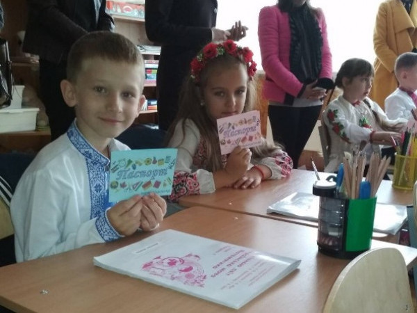 Учні ковельської школи отримали паспорти першокласника