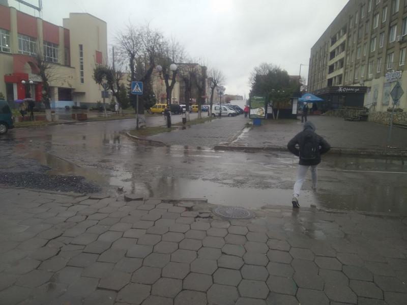 Ковельчанин скаржиться на «побиті» вулиці Ковеля