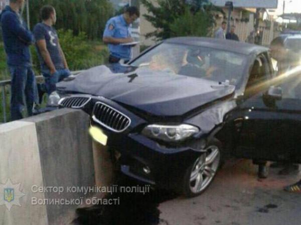 Розбите авто на мосту Турії