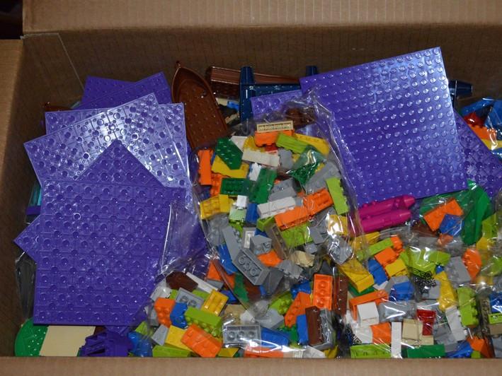 Ковельські школи отримали набори LEGO для першачків