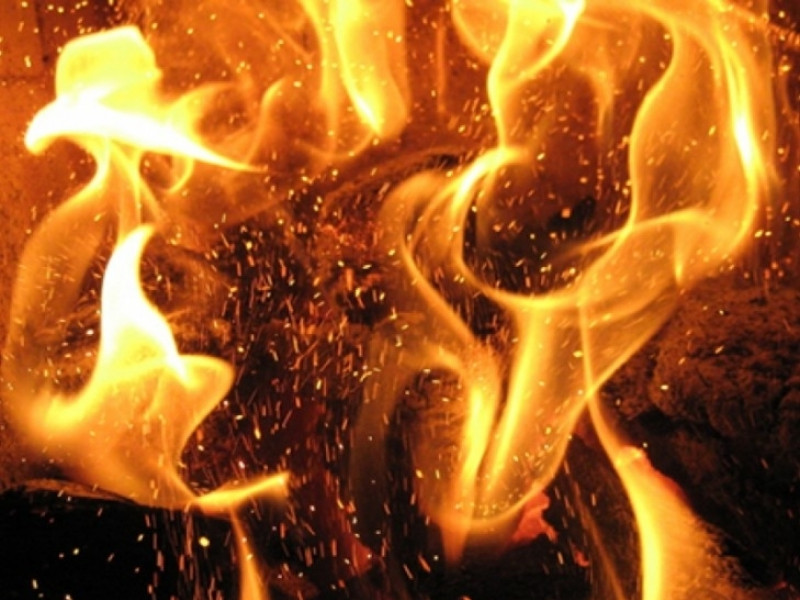 У селі Солотвин горіла господарська споруда