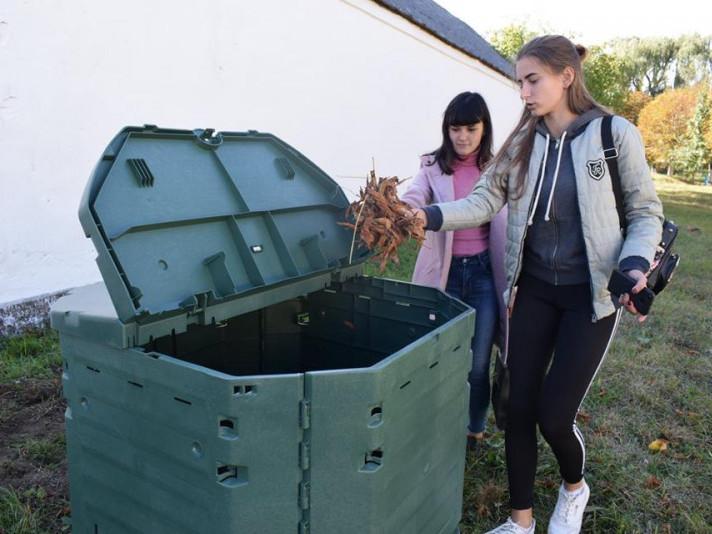Як за перемогу в екологічному проекті Голобська школа отримала компостер