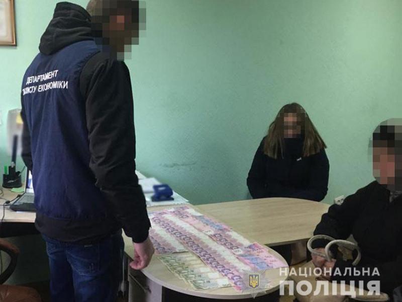 Жінці, яка пропонувала хабар прокуророві, повідомили про підозру