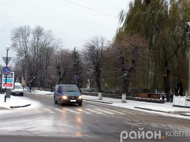 Дороги у центрі Ковеля вранці блищали від льоду