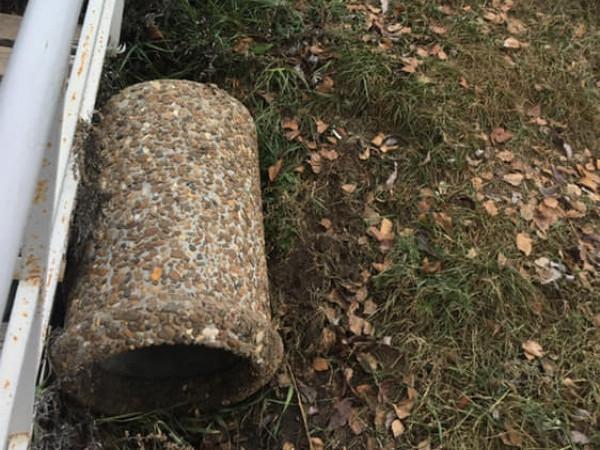 У Ковелі невідомі вандали знову скинули смітники у річку