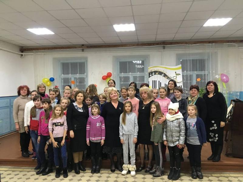 Фортепіанний дует «NATALI» у складі викладачів Ковельської школи мистецтв Наталії Тишик і Наталії Зінковської представили свою програму у Голобській музичній школі