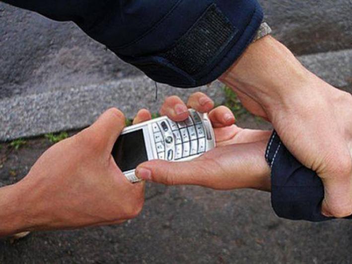 Патрульні швидко знайшли мобільний телефон, який викрали на автостанції / Фото ілюстративне