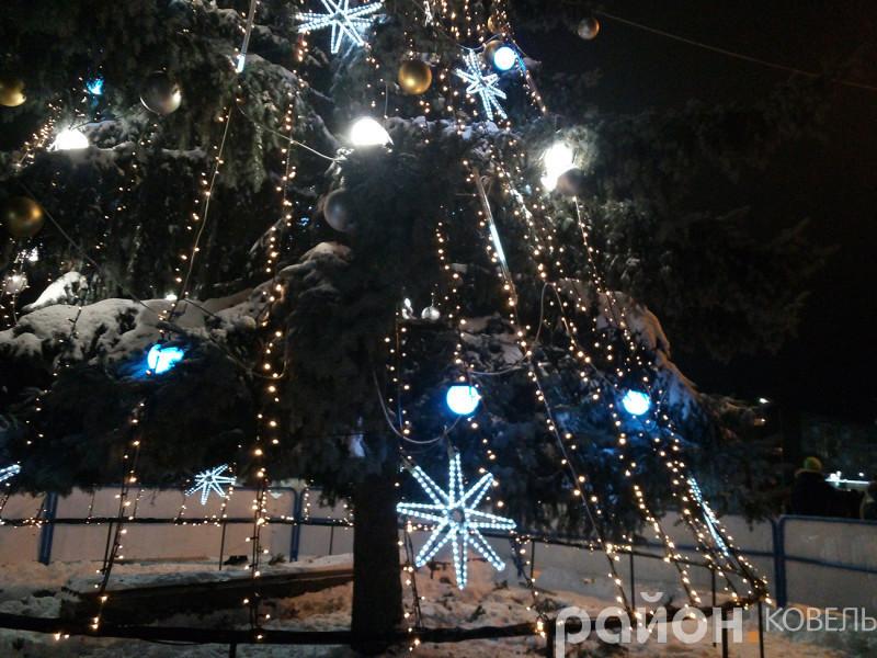 Центр Ковеля запалав новорічними вогнями