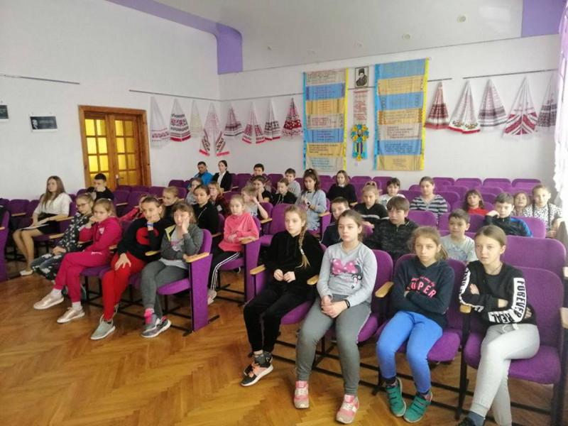 Ковельські патрульні говорять зі школярами про булінг