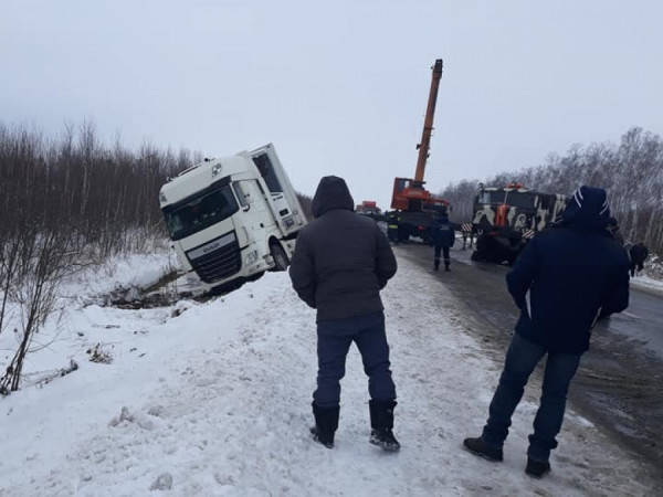 На трасі «Ковель – Ягодин» вантажівка злетіла в кювет