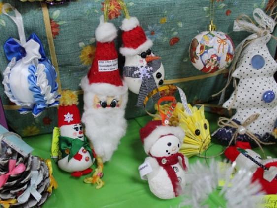 У селі Колодяжне відбулася виставка-конкурс «Ялинкова іграшка»
