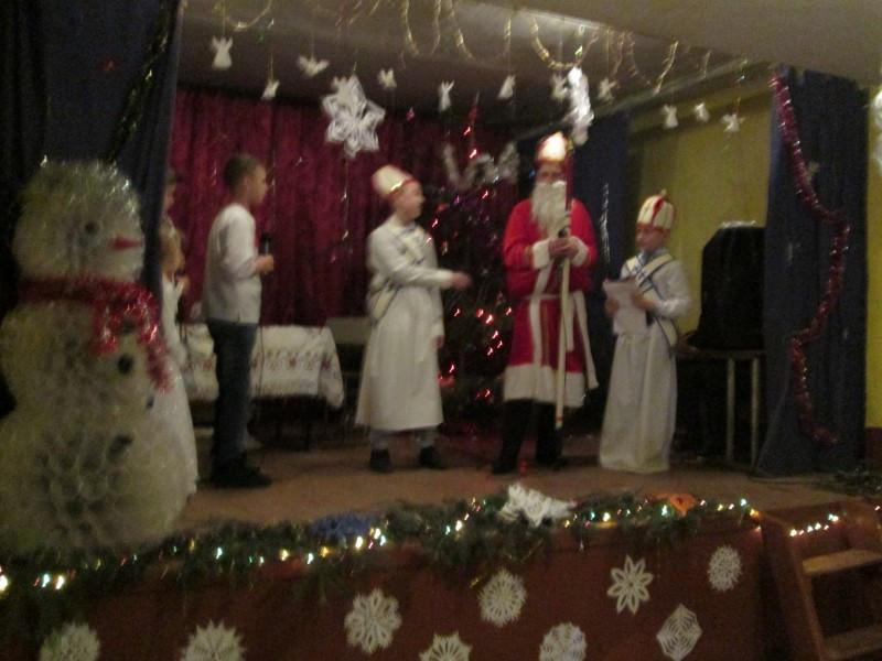 У селі Кругель на ялинці засяяли новорічні вогні
