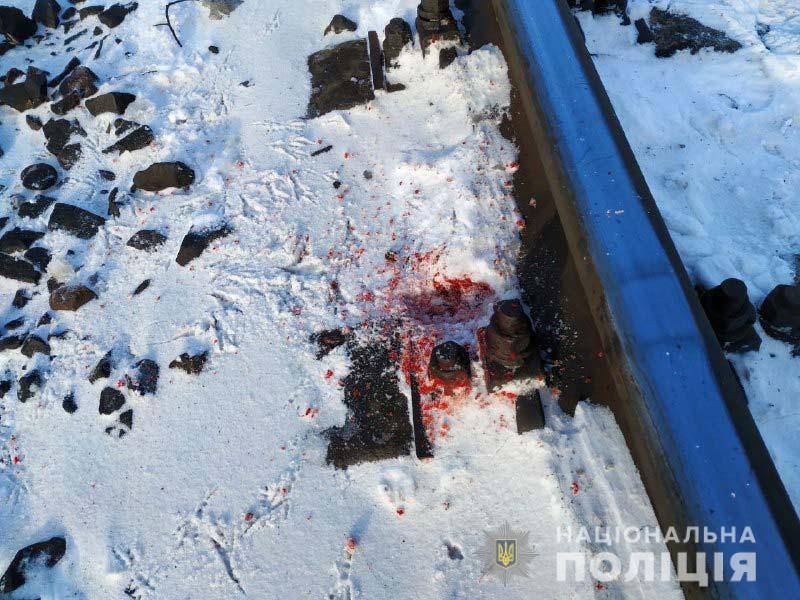 На Рівненщині поїзд «Ковель – Здолбунів» травмував чоловіка, який переходив через колію
