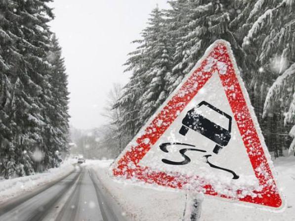 Водіїв Ковельщини просять не виїжджати без потреби на дороги