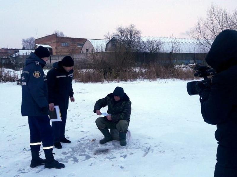Олег Кіндер доручив показати рибалкам місце, де не замерзла Турія