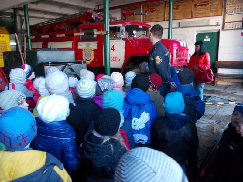 Ковельські рятувальники показали школярам пожежну станцію