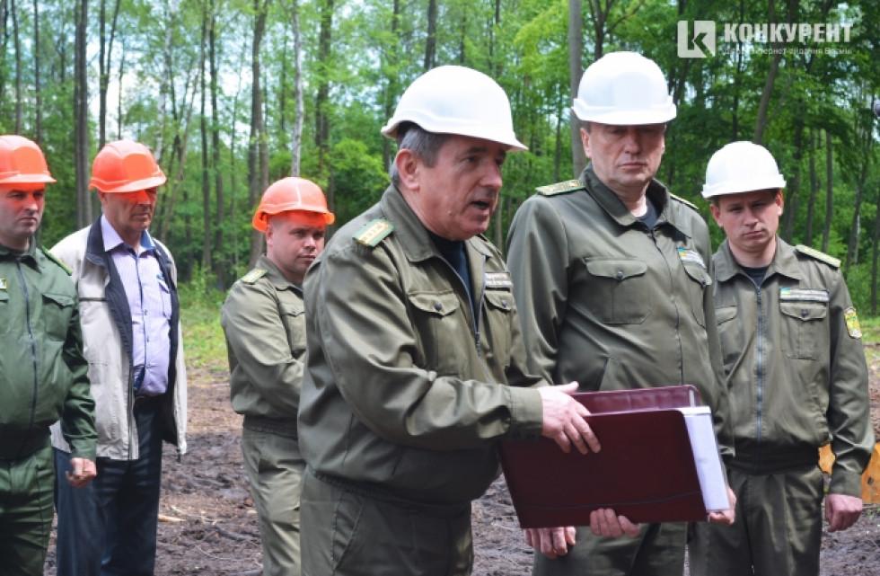 Заробітна плата на лісосічних роботах складає від 7 до 13 тисяч гривень. Роботи є надзвичайно складними та з підвищеною небезпекою