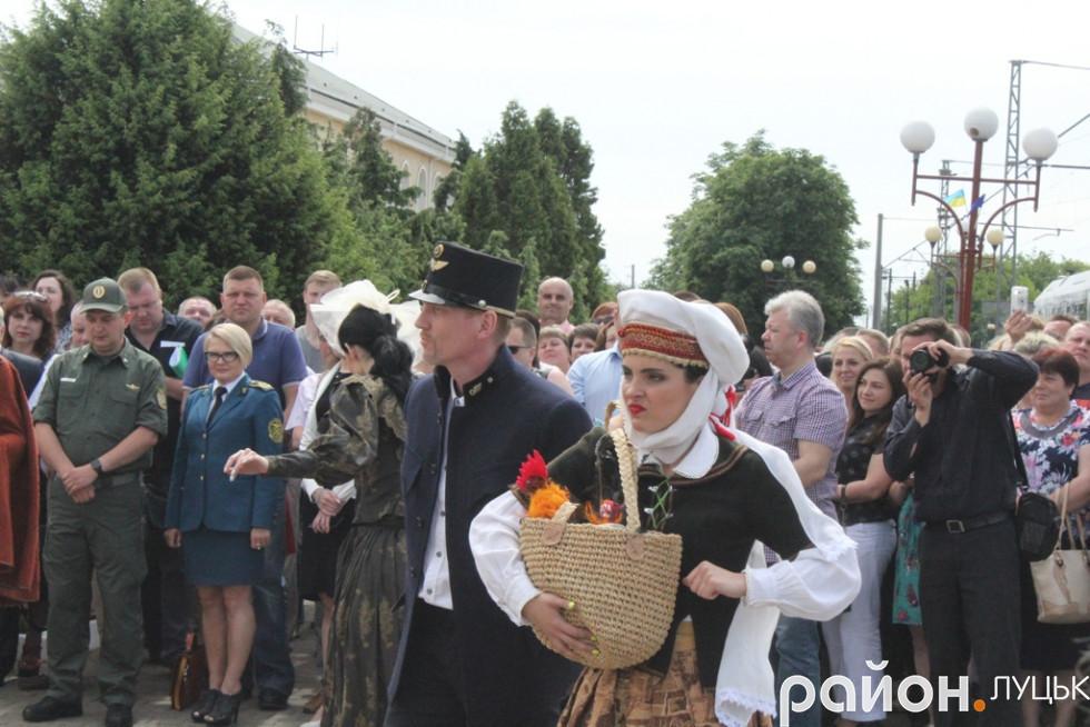 Історична «оказія» перед виступами почесних гостей заходу