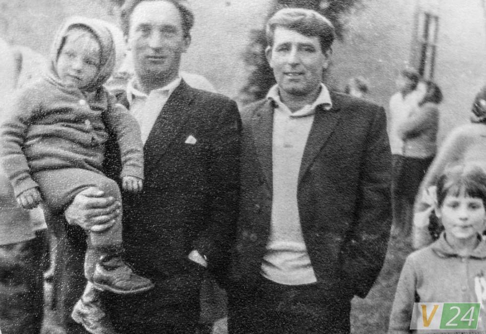Степан Івахів на руках у батька Петра