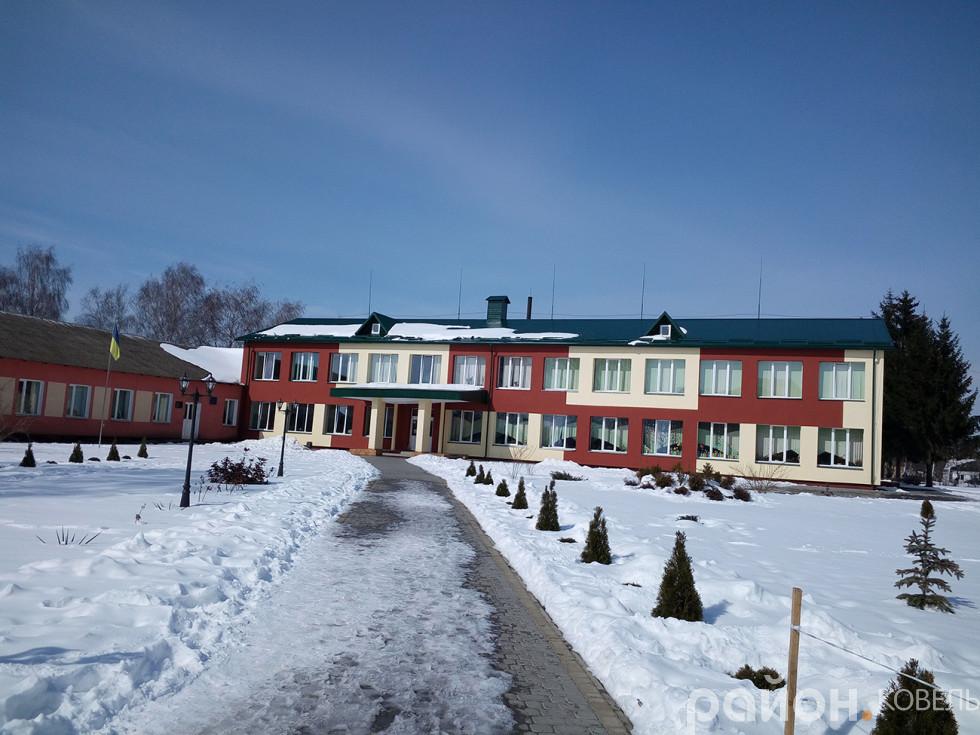 Опорна школа у селі Дубове