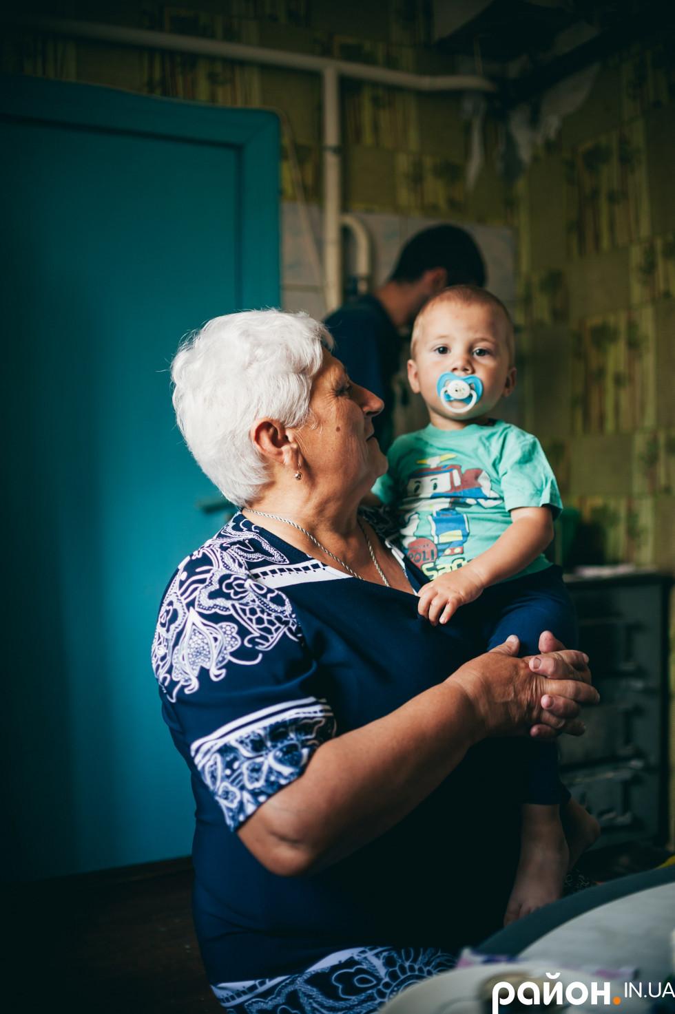 Тамара Пилипівна з внучкою