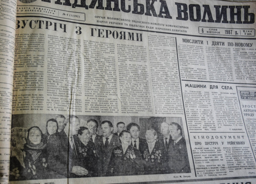 6-го січня газети писали про соціалістичні досягнення, героїв соцпраці і секретарів обкому...
