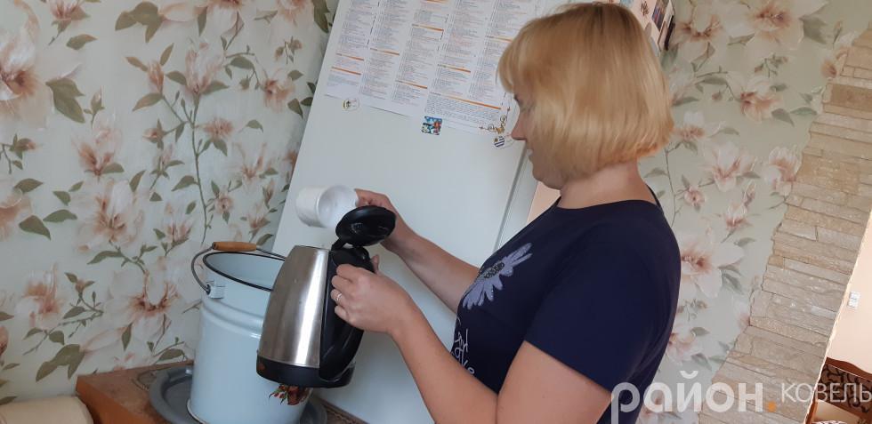 Вдома у жителів Ковеля-2 досі нема питної води, її привозять у бочках